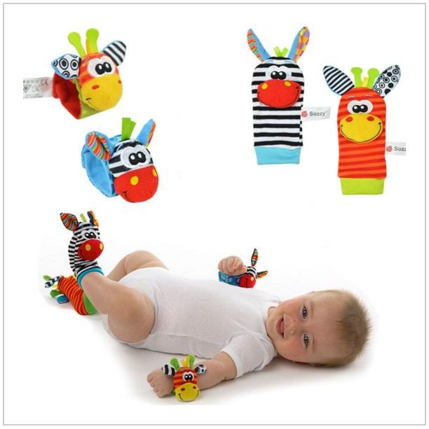 Dětský set chrastítka a ponožky